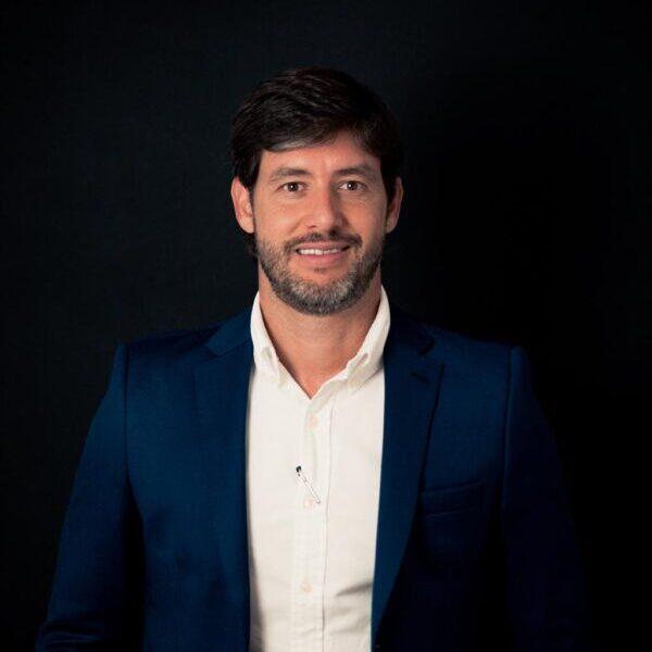 Dr. Flavio de Paiva Dumaresq